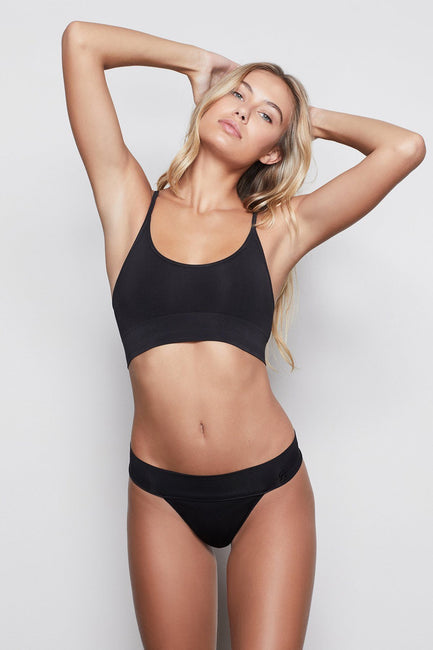 MEDIUM IMPACT STRAPPY SCOOP BRALETTE | BLACK001