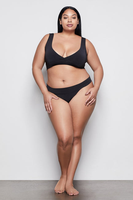 MEDIUM IMPACT CROSSOVER BRA | BLACK001