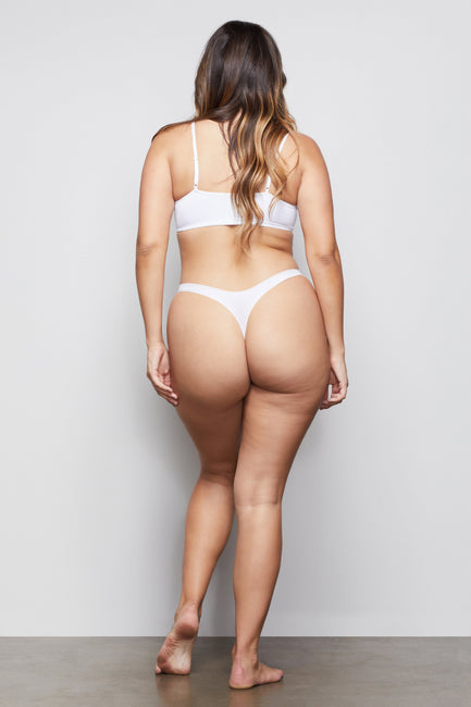 LOW IMPACT SEAMLESS THONG | WHITE001