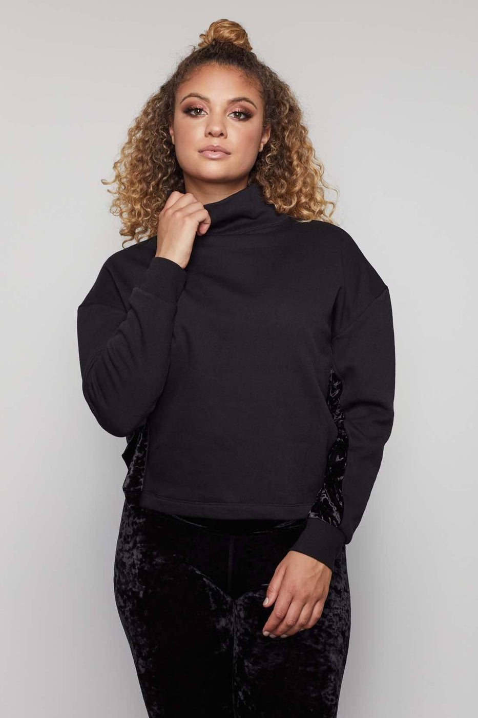 THE CRUSHING IT PULLOVER | BLACK001