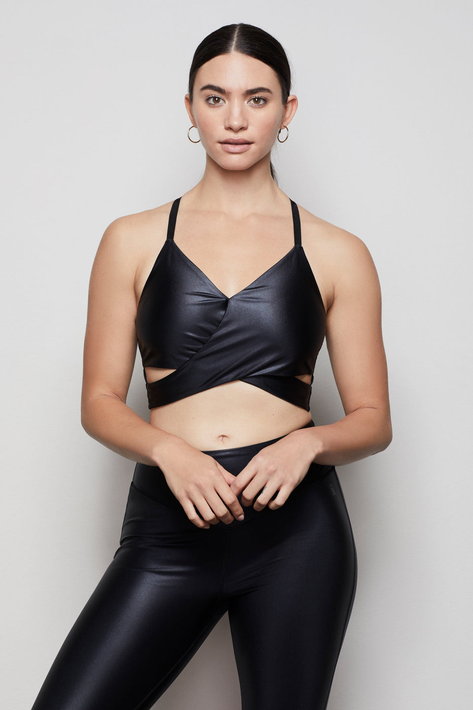 THE ELITE LIQUID CROSS-OVER BRA | BLACK001