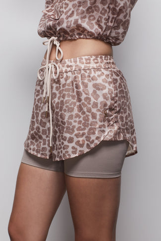 THE DOUBLE LAYER RUNNING SHORT | DESERT LEOPARD001
