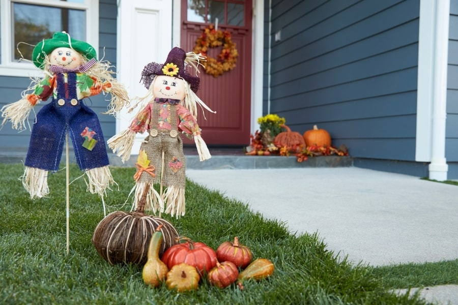 scarecrows and pumpkins for fall decor