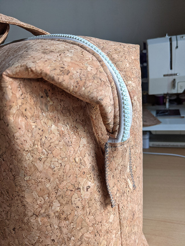 Detail of a chunky zip in cork fabric bag