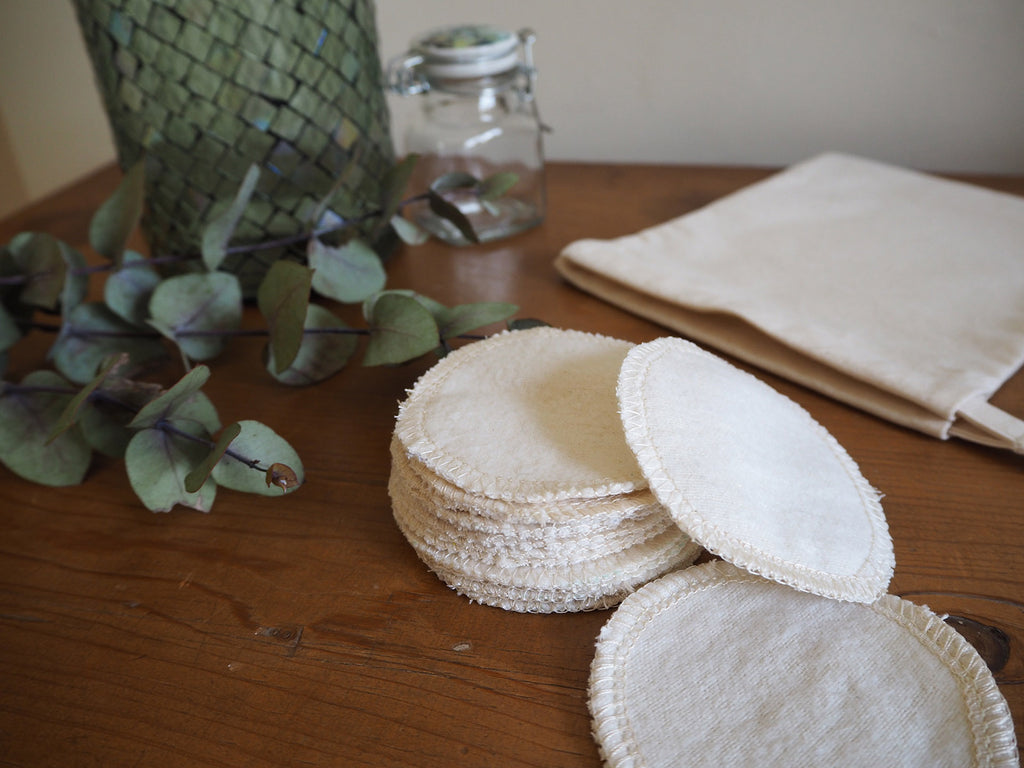 Set of 10 reusable cotton facial pads and storage bag