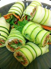 Raw-Zucchini-Carrot-and-Cashew-Salad-Rolls