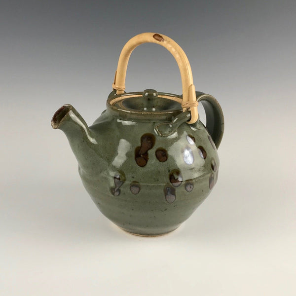 Guillermo Cuellar swinging teapot (large)