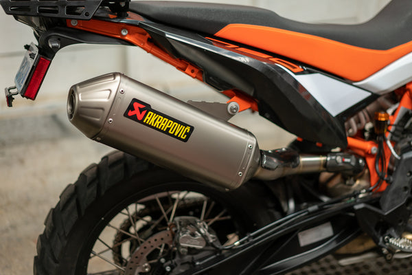 why your ktm 790 adventure needs an akrapovic exhaust system ktm twins. Black Bedroom Furniture Sets. Home Design Ideas