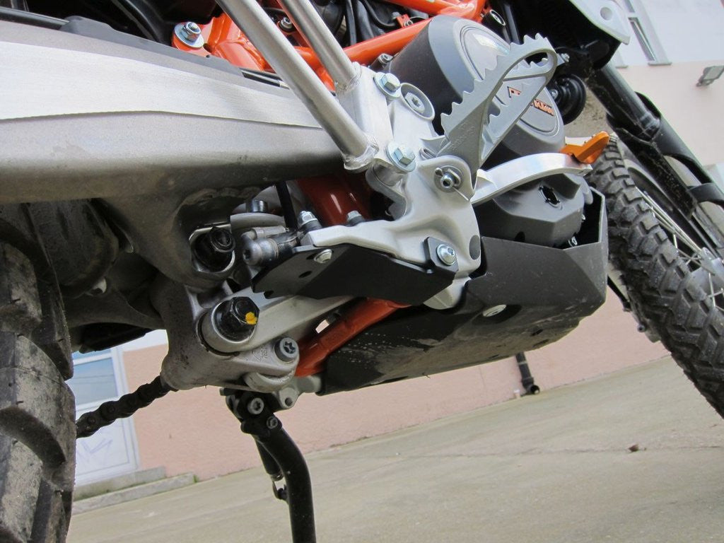 Perun Moto Rear Brake Cylinder Protection KTM 690/Husky 701 Enduro/SMC/Supermoto 2008-2017 - KTM Twins