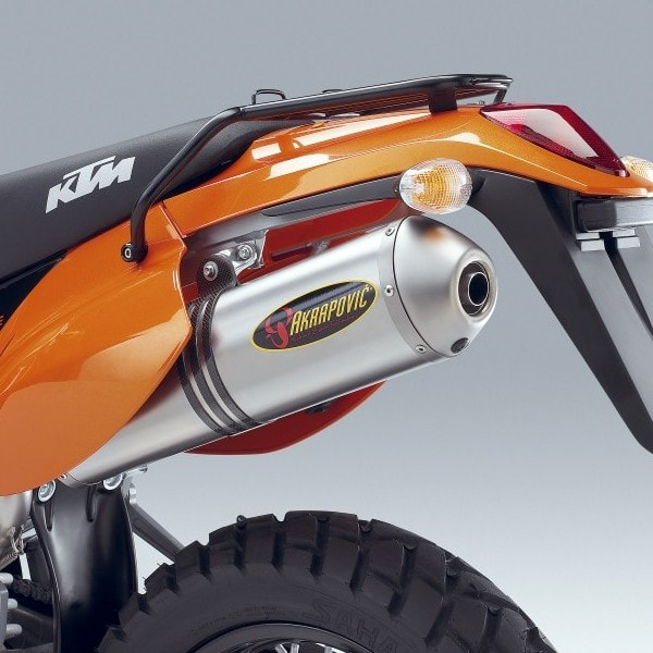 akrapovic supermoto slip-on ti silencer lc4 – ktm twins