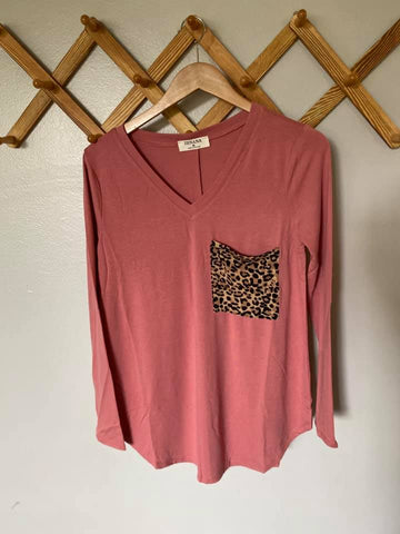 Long sleeve Leopard Pocket Vneck in Dusty Rose (S-XL)
