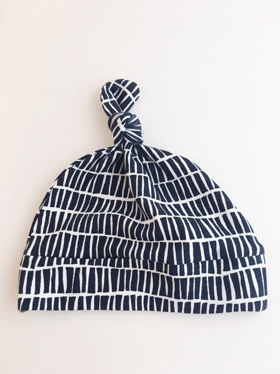 Black and White Newborn Knot Hat