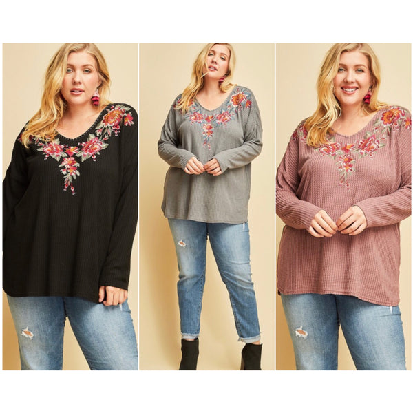 CURVY Head Held High Floral Top - The Wooden Hanger Boutique