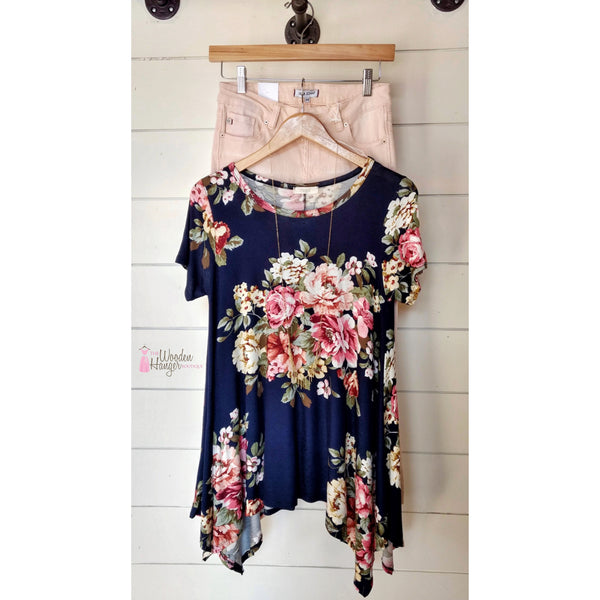 CURVY Always Remember Floral Top - The Wooden Hanger Boutique