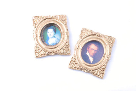 2 Oval Portraits In A Gilt Frame