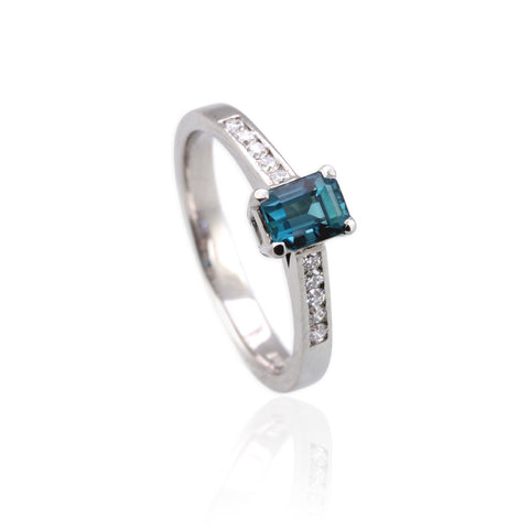 Aquamarine and Diamonds Engagement Ring