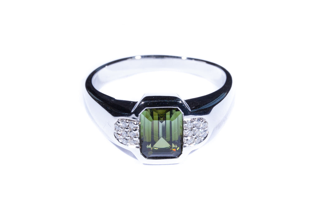 18K White Gold Green Tourmaline Diamonds Ring