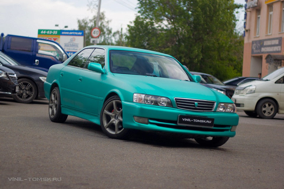 Full wrapping of Toyota Chaser with TeckWrap Emerald green matte chrome