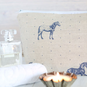 Country Horses Wash Bag - Blue Roan On Pebble