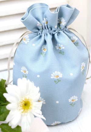 Meadow Daisy Vintage-style Toiletry Bag - Summer Sky