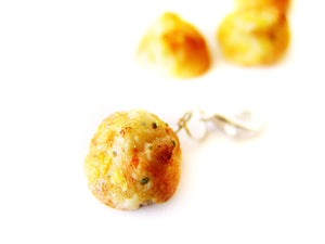 Cheesy Cheddar Biscuit Charm