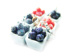 Farmer's Market Bushel of Berries Basket Charm - Sucre Sucre Miniatures