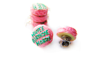 Happee Birthdae Harry Cake LAPEL PIN - Sucre Sucre Miniatures