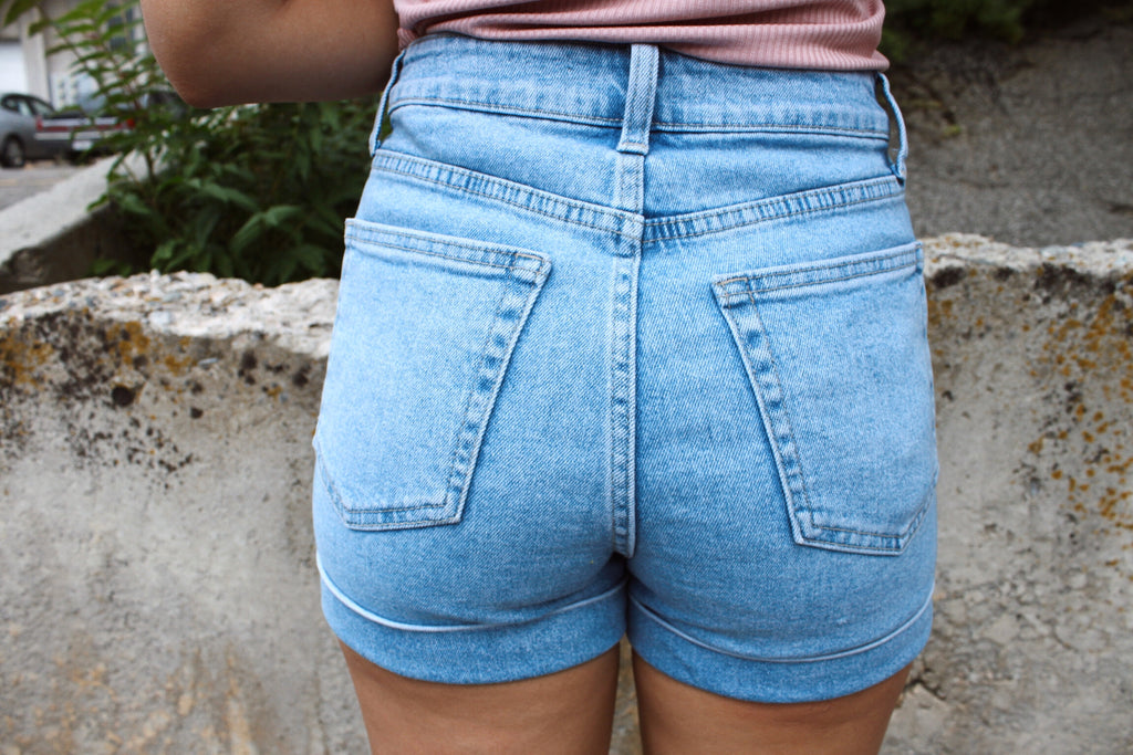 High Rise Mom Short w Cuff