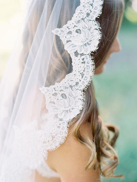 lace wedding veil and wedding shoes