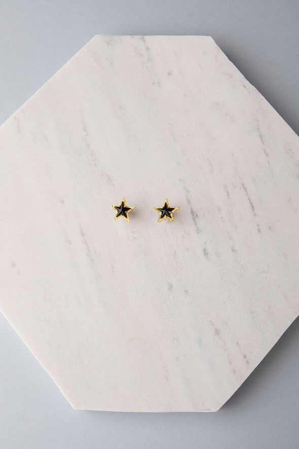 Single star black earrings