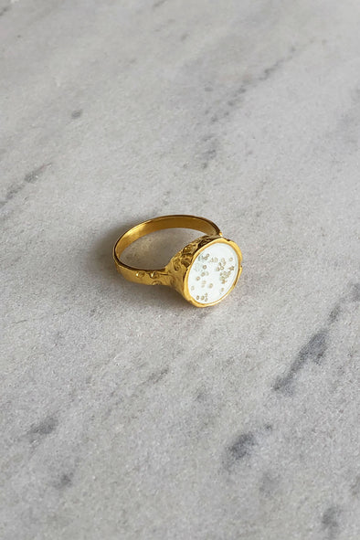 White color gold-plated ring