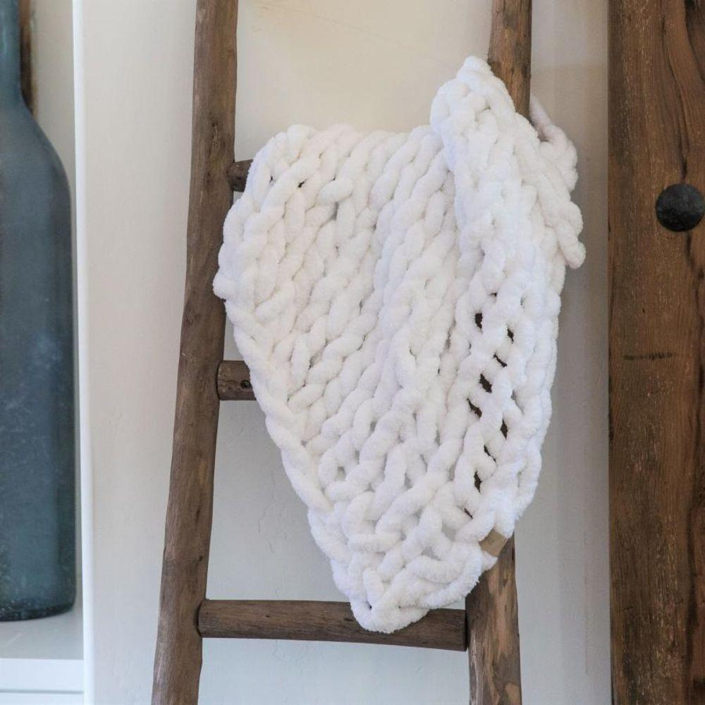 INFINITE CHUNKY KNIT BLANKET | CUDDLE - WHITE - Walking Pants Curiosities
