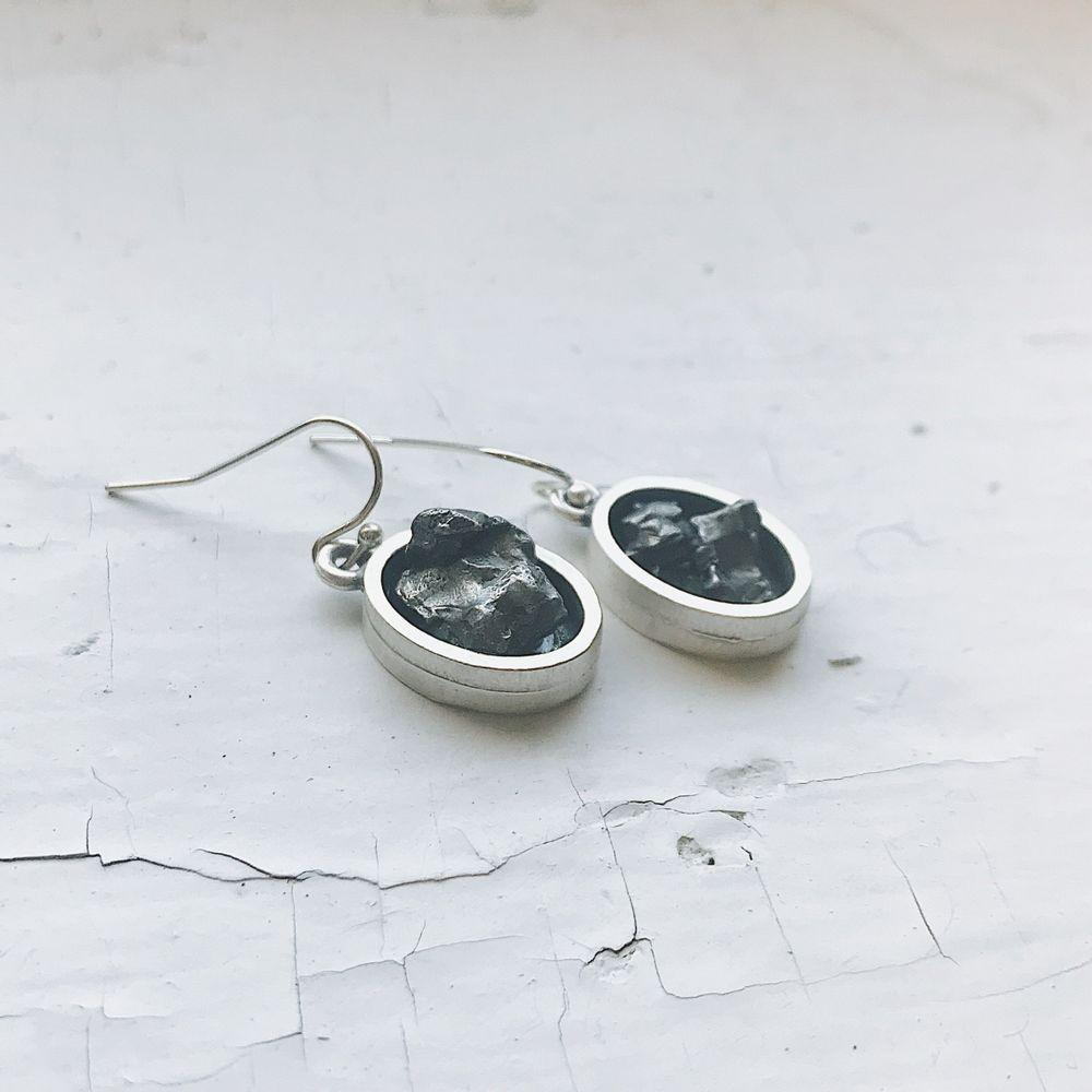 Oval Dangle Earrings with Raw Meteorite - Walking Pants Curiosities