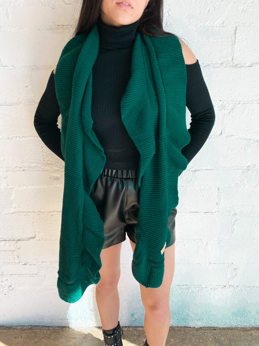 dallas boutique, dallas clothing store, women's boutique dallas, dallas shopping, women's boutique, women's online boutique, scarf, neutral scarf, ruffled scarf, oversized scarf, winter scarf