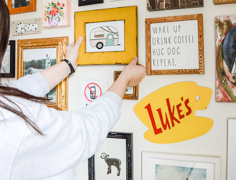 how to make a gallery wall look cohesive - shop happies