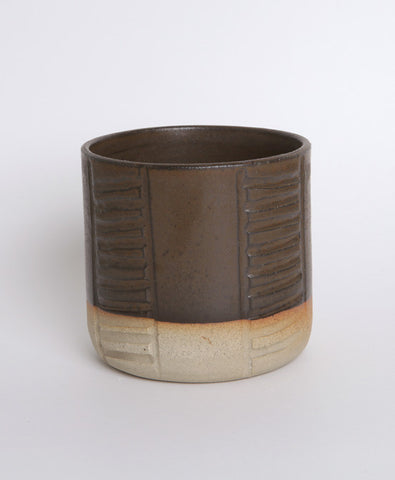 Black Ladder Carve Pot