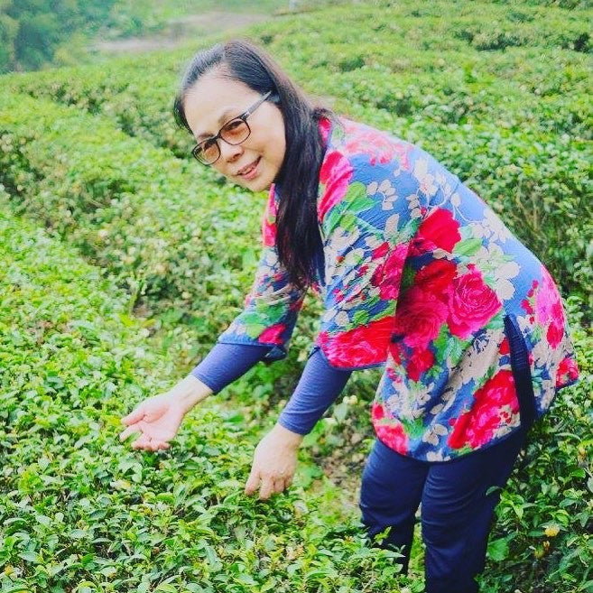 Meet Tea Master Lily: Discover the Secrets of Boutique Farm Oolong Tea