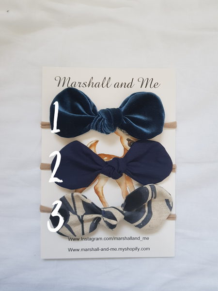 Blue bow set