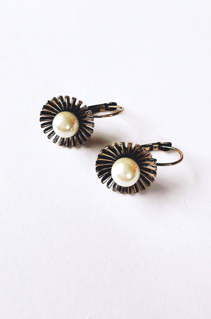 BETTY PEARL EARRINGS