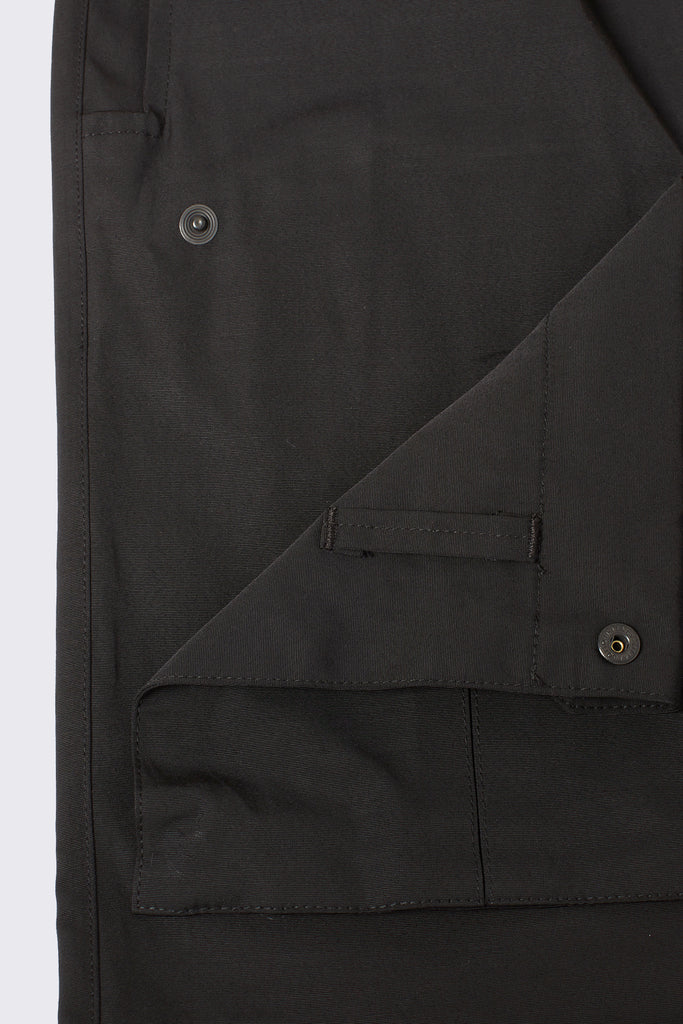 reattachable pockets for black cargo pants for men by RtA Brand