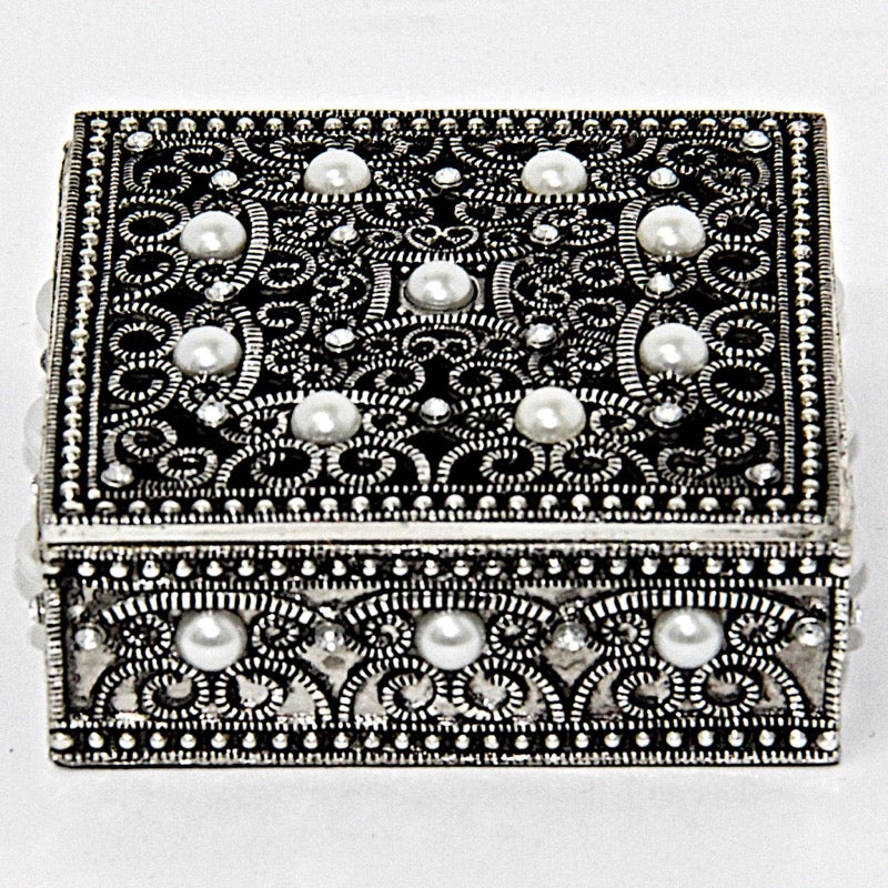 Decorative Box Square. Tin and Pearls