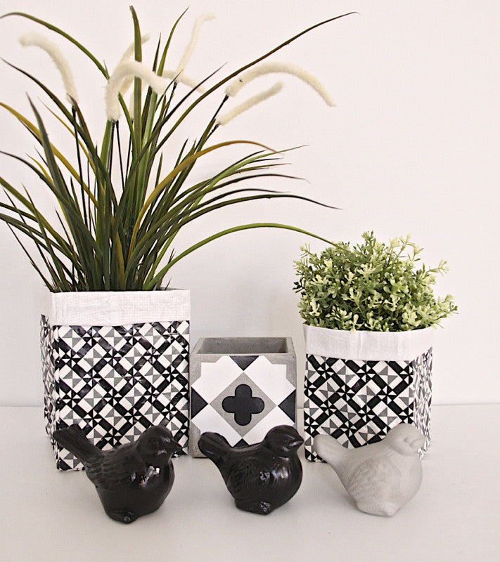 Plant Bag Black & White Set of 2.  Sml & Med