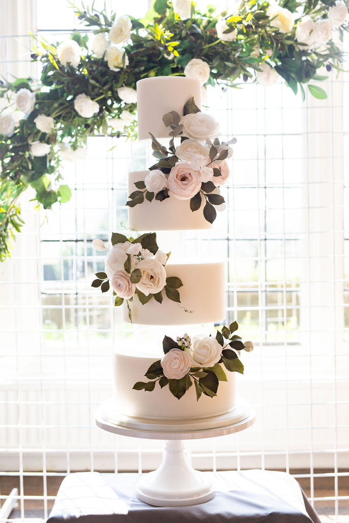 wedding cake flowers green and white