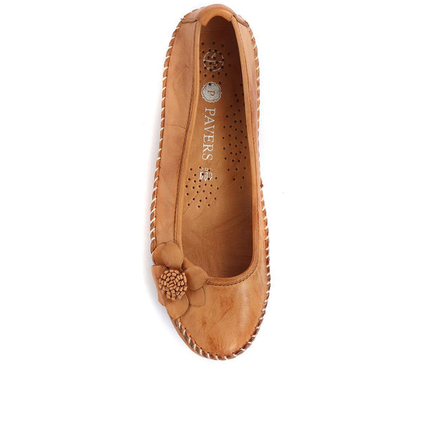 Pavers Wide Fit Casual Leather Flat Pumps 317 817