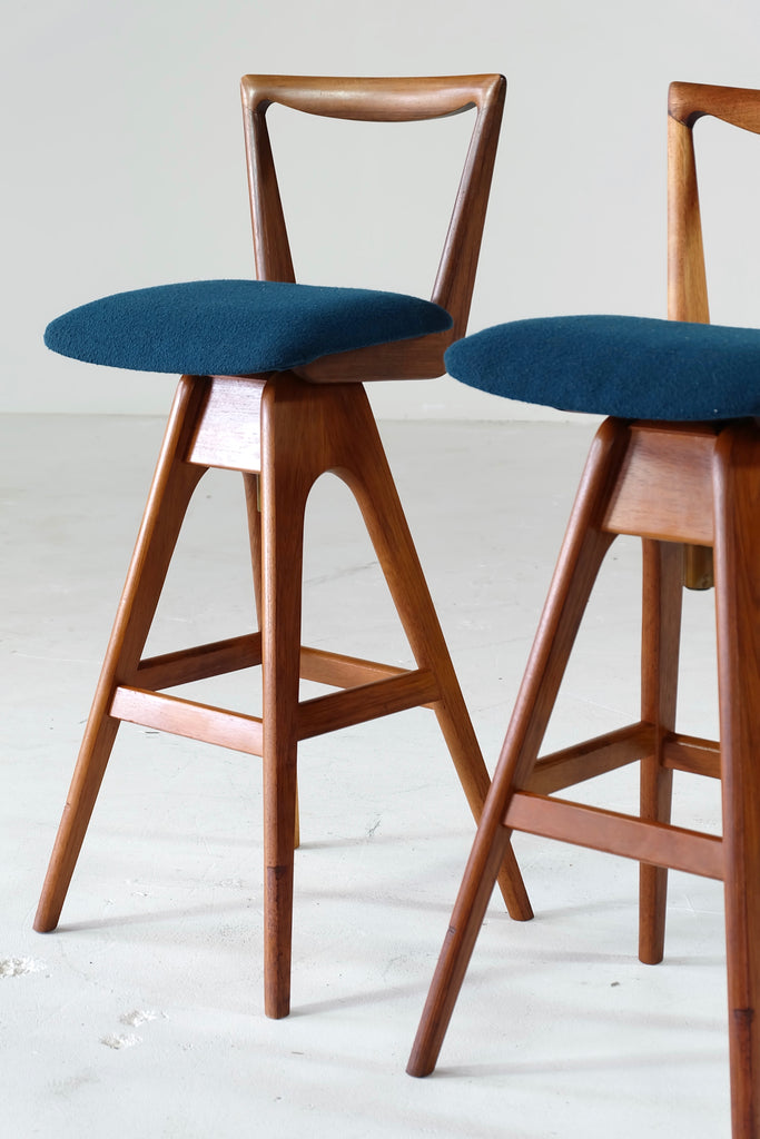 Pair of Vintage TH Brown Barstools in Blackwood (1805001)