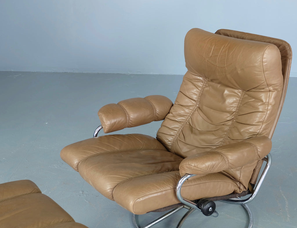 Norwegian Recliner with Footstool (1902025)