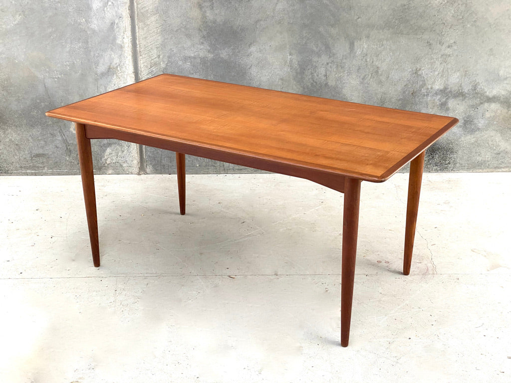 Dining Table by Parker (2101954)