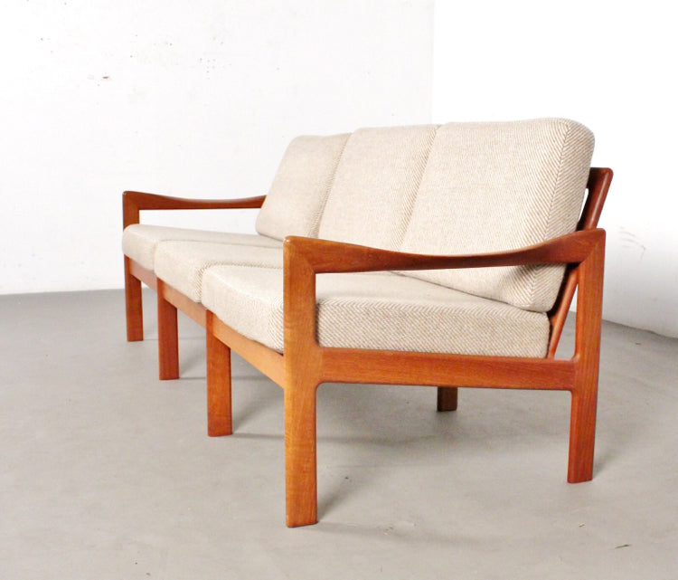 Illum Wikkelsø Model 20 Sofa in Teak (2002021)