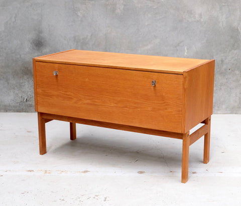 Danish Entertainment Unit / Console in Oak (2003037)
