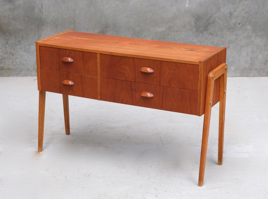 Chest of Drawers in Teak & Oak (2003038)